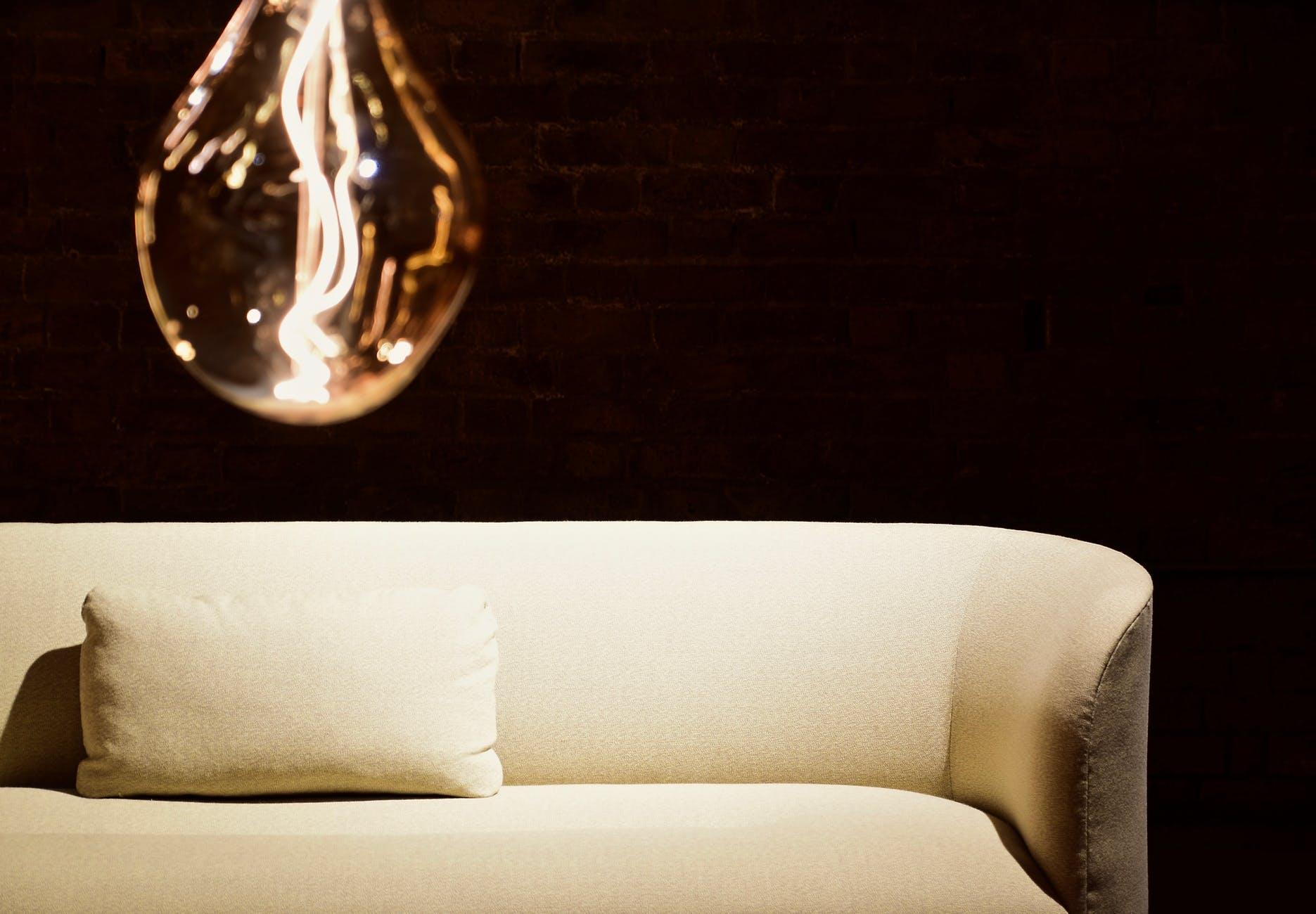 žiarovka, sedačka