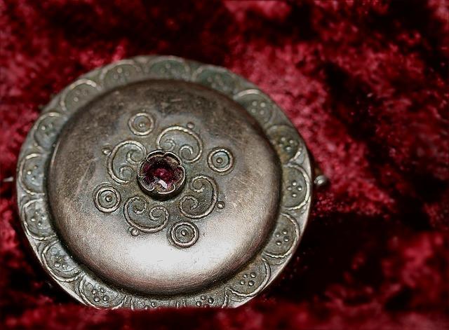 jewellery-905110_640